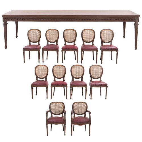 Comedor. SXX. Estilo Enrique II. En madera con bejuco tejido. Mesa cubierta rectangular con soportes tipo carrete, otros. Pz: 12