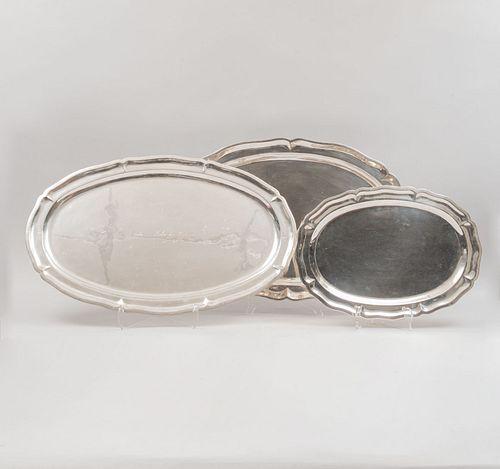 Lote de 3 charolas. México, SXX. Elaboradas en plata Sterling, Ley 0.925 selladas en AMA, CLS y Juventino López Reyes. Peso: 4465 g