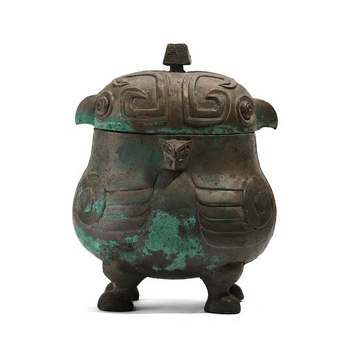 A BRONZE ANIMAL-FORMED VESSEL WITH FOUR LEGS