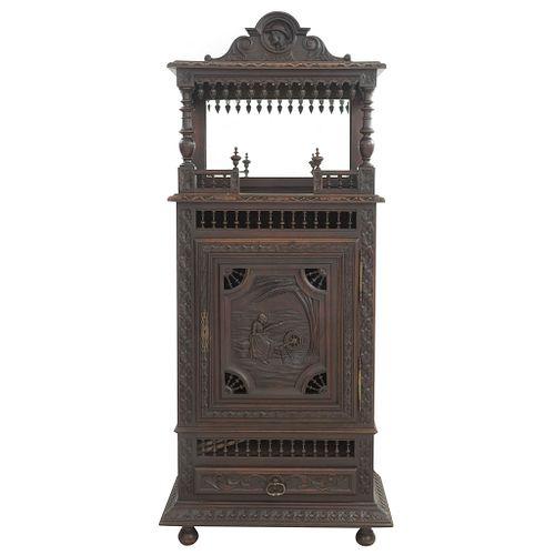 GABINETE. FRANCIA, SXX. Estilo BRETÓN. Elaborado en madera de roble. Con puerta, cajones y soportes tipo bollo. | CABINET. FRANCE, 20TH CENTURY BRETON