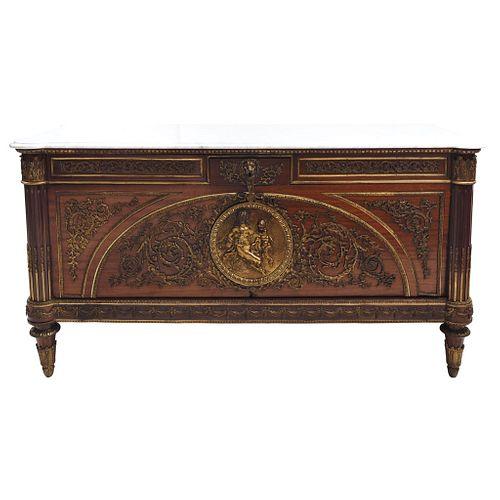 CÓMODA FRANCIA, SIGLO XIX En madera con múltiples aplicaciones de bronce dorado y cubierta de mármol blanco. 92 x 182 x 67 cm| CABINET. FRANCE, 19TH C