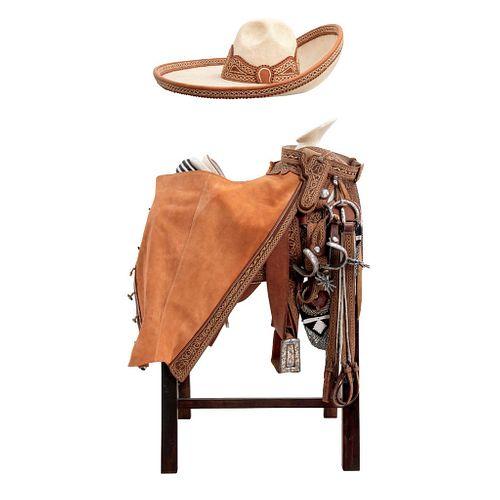 MONTURA CHARRA DE GALA Juego completo finamente bordado en hilo de pita con diseño de guías de cadenillas Incluye sombrero y burro | CHARRA GALA SADDL