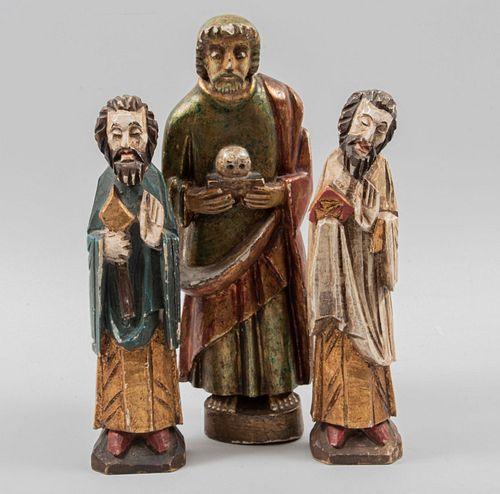 Lote de 3 esculturas. SXX. Talla en madera estucada y policromada, detalles en esmalte dorada. San Antonio y otros. 42 cm altura mayor.