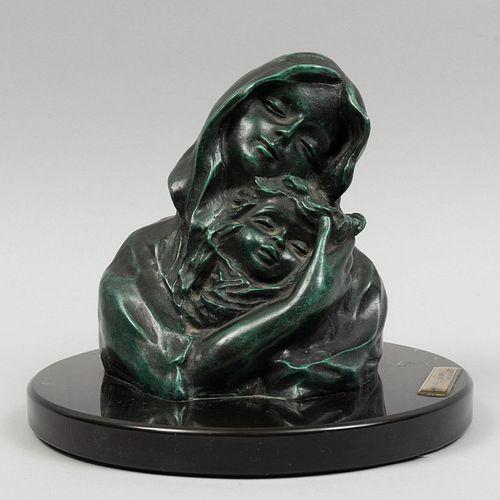 MIGUEL MICHEL. SXX. Maternidad. Firmado y con placa referida. Fundición en bronce con base de mármol negro. 15 cm de altura.