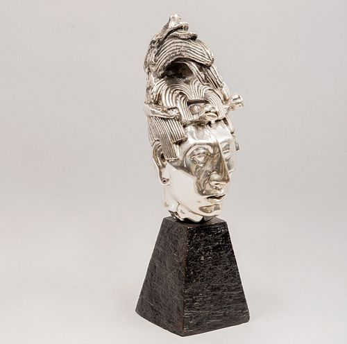 Cabeza de Pakal. SXX. Elaborado en resina con recubrimiento de metal. Con base de resina. Diseño para D'Argenta.