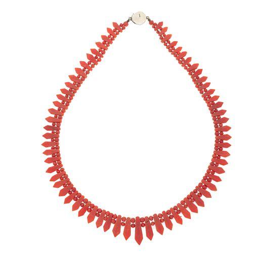 Dos collares de perlas, corales y diamantes en plata paladio y plata .925. 161 perlas cultivadas color azul de 6 mm.