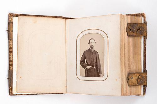 Tarjetas de Visita de Generales del Segundo Imperio. Finales del S. XIX. Retratos de Miguel Miramón, Ramón Méndez... En álbum.