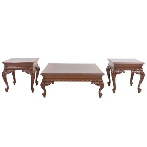 Lote de 3 mesas. SXX. Cubiertas de rectangulares, fustes semicurvos y soportes tipo cabriolé. Decoradas con elementos vegetales.