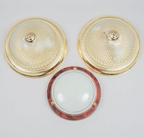 Lote de lámparas de techo. SXX. Elaboradas en vidrio y metal dorado. 2 decoradas con motivos facetados. Piezas: 3
