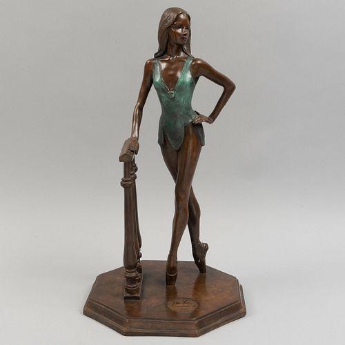 VÍCTOR MANUEL VILLAREAL. Amazona. Fundición en bronce. Firmada y fechada 1989. Serie 20/31. 50 cm de altura.