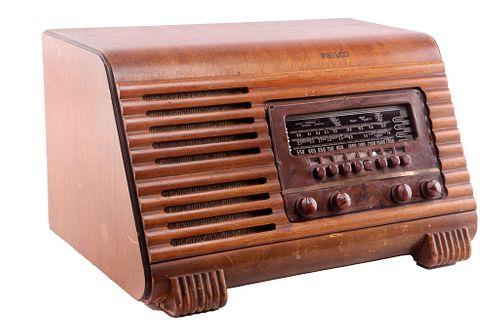 Classic 1940's Philco 41-250 Radio
