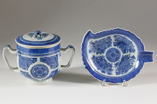 China Trade Blue Fitzhugh Sugar Bowl and Leaf Dish, circa 1820