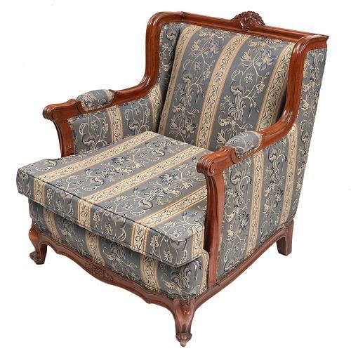 Sillón. SXX. Estructura en madera con tapicería  de tela. Respaldo cerrado, asiento acojinado y soportes tipo cabriolé.