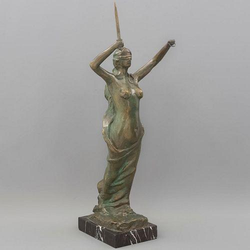 B. MARTÍNEZ. SXX. Temis, diosa de la justicia. Firmado. Fundición en bronce. Con base de mármol. 70 cm de altura.
