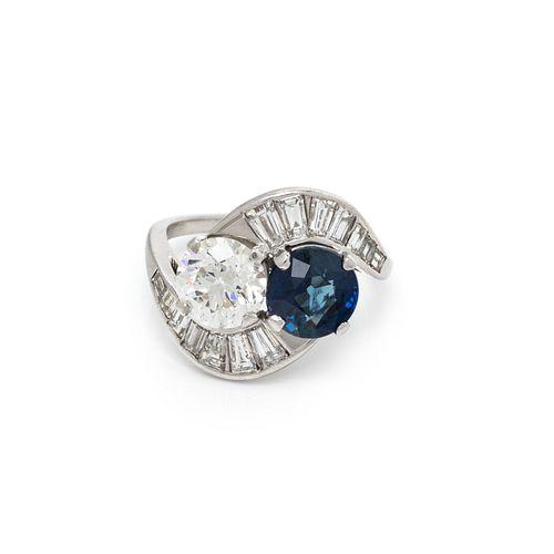 SAPPHIRE AND DIAMOND 'TOI ET MOI' RING