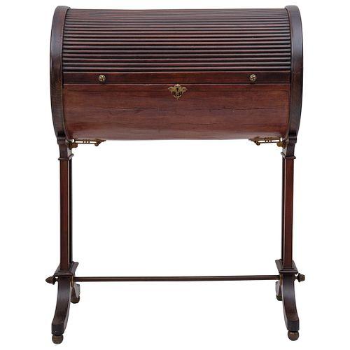 SECRETER REDONDO EUROPA, Ca. 1900 Elaborado en madera con persiana plegable. Con cubierta de piel y tiradores de bronce 83 x 69 x 38 cm | ROUND SECRET