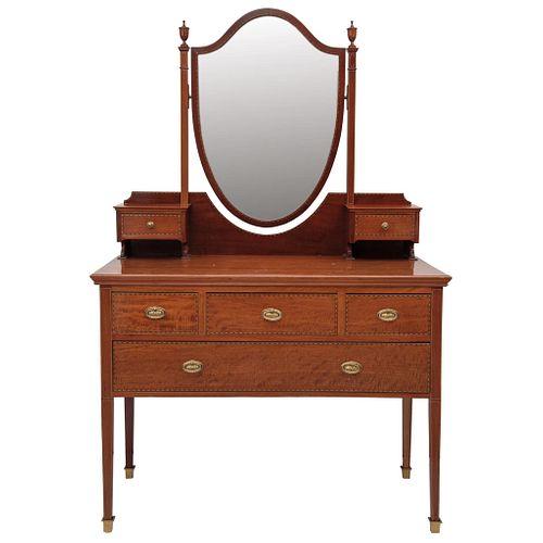 COMODA TOCADOR  INGLATERRA, SIGLO XIX Con espejo giratorio y tiradores de bronce Detalles de conservación 168 x 107 x 58 cm | CABINET DRESSER ENGLAND,