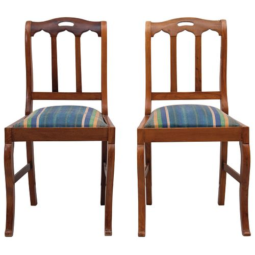 PAR DE SILLAS  Ca. 1900 En madera tallada, con asientos en tapicería lineal renovada Detalles de conservación 85 cm de alto | PAIR OF CHAIRS Ca. 1900