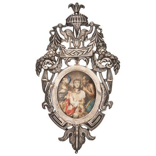 ECCE HOMO EUROPA, SIGLO XIX  Óleo sobre marfilina en relicario de plata con cristal Detalles de conservación 7 x 5.5 cm | ECCE HOMO EUROPE, 19TH CENTU