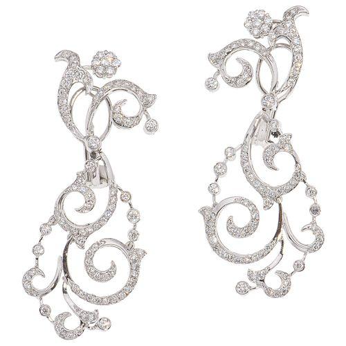 PAR DE ARETES CON DIAMANTES EN ORO BLANCO DE 18K con diamantes corte brillante ~2.44 ct | PAIR OF EARRINGS WITH DIAMONDS IN 18K WHITE GOLD Brilliant c