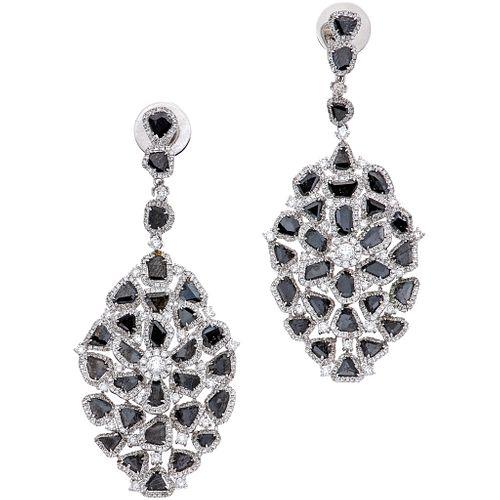 PAR DE ARETES CON DIAMANTES EN ORO BLANCO DE 18K con diamantes corte brillante y lajas de diamantes negros~10.0 ct | PAIR OF EARRINGS WITH DIAMONDS IN