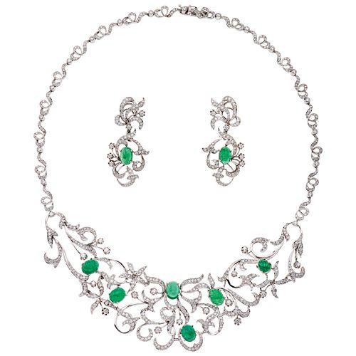 JUEGO DE GARGANTILLA Y PAR DE ARETES CON ESMERALDAS Y DIAMANTES EN ORO BLANCO DE 18K con esmeraldas corte cabujón ~17.53 ct y diamantes | SET OF CHOKE