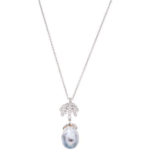 GARGANTILLA Y PENDIENTE CON PERLA BARROCA Y DIAMANTES EN ORO BLANCO DE 18K con una perla gris y diamantes corte brillante ~0.79 ct | CHOKER AND PENDAN