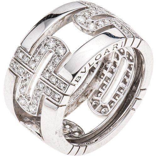 ANILLO CON DIAMANTES EN ORO BLANCO 18K DE LA FIRMA BVLGARI, COLECCIÓN PARENTESI  Peso: 8.5 g. Talla: 6 ¼ | RING WITH DIAMONDS IN 18K WHITE GOLD, BVLGA