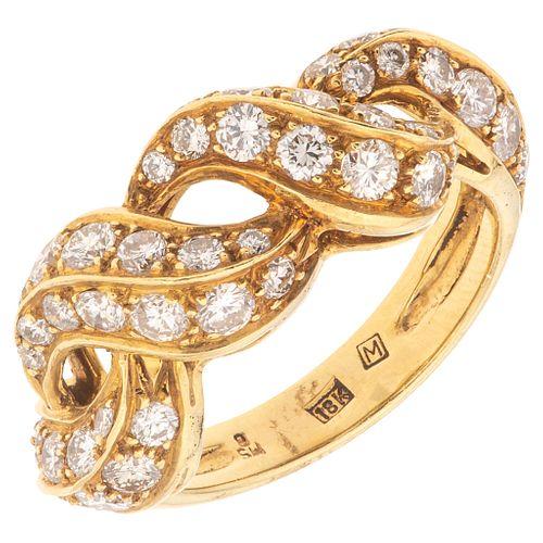 ANILLO CON DIAMANTES EN ORO AMARILLO DE 18K con diamantes corte brillante ~0.85 ct. Peso: 6.3 g. Talla: 6 ¼   RING WITH DIAMONDS IN 18K YELLOW GOLD Br