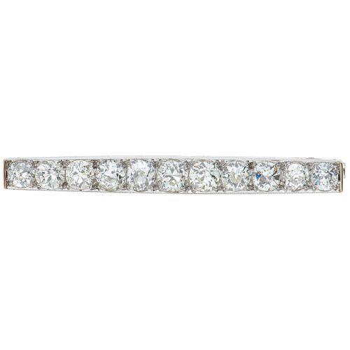 PRENDEDOR CON DIAMANTES EN ORO BLANCO DE 10K con diamantes corte antiguo ~5.20 ct. Peso: 9.2 g | BROOCH WITH DIAMONDS IN 10K WHITE GOLD Antique cut di
