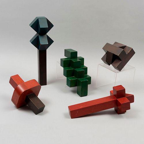 ATRIBUIDO A VICENTE ROJO. Fragmentos de la obra Juguete activo. Elaborados en madera policromada. Sin firma ni seriado.