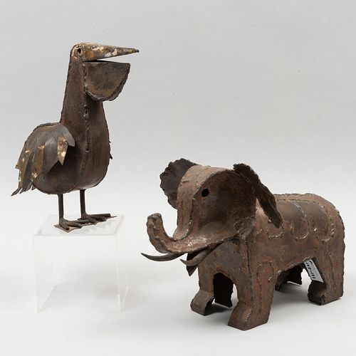 Taller de Arte Felguérez. Pelícano y elefante. Uno firmado. Elaborado en hierro soldado. 25 cm de altura (mayor).