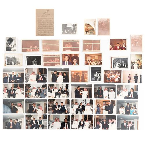 Fotografías Inéditas de Muhammad Ali. 22 en una visita a los Emiratos Arábes. -6 de Pelea. -10 en viaje a Japón, comidas...Piezas: 51.