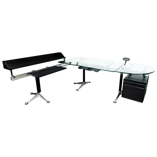 Bruce Burdick para Herman Miller. Años 80. Work Station Desk. Diseño en L. Estructura de metal laqueado, aluminio y vidrio.
