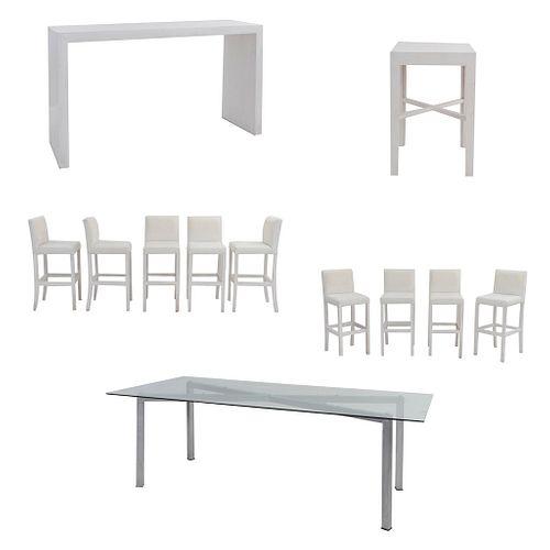 Set de muebles para bar. SXXI. Elaborado en madera y aluminio Consta de 9 Sillas altas. Con respaldos cerrados y 2 mesas.