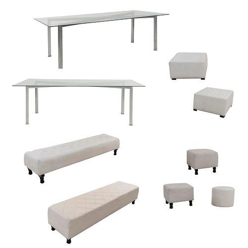 Lote de taburetes con mesas. SXXI Estructura de madera con tapicería de vinipiel color blanco. Unos con motivos capitonados.