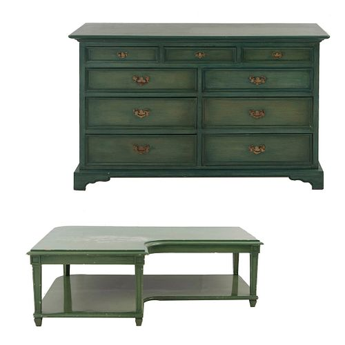 Trinchador y mesa auxiliar esquinera. SXX. Elaborados en madera color verde. Piezas: 2