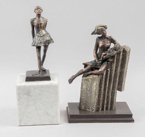 """Lote de 2 esculturas. SXX. Consta de: Reproducción de """"La pequeña bailarina"""" de Degas. Escultura en bronce, con base de mármol. Otra."""