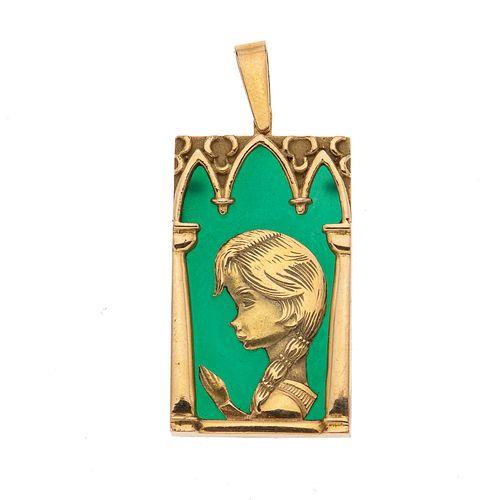 Medalla con simulante color verde y oro amarillo de 16k. Peso: 9.1 g.