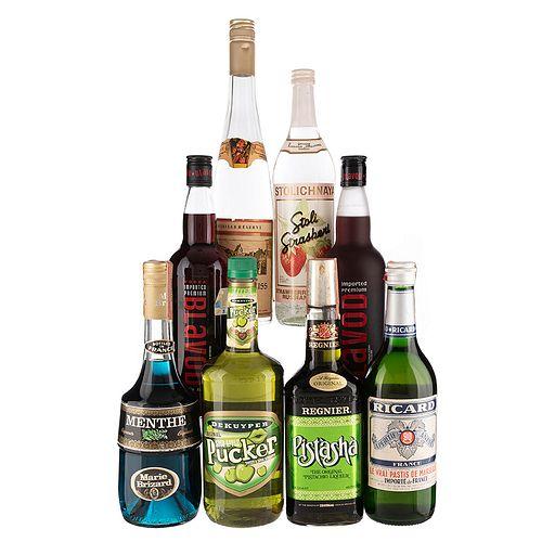 Lote de Aguardiente, Licor y Vodka de Inglaterra, Francia, Rusia y Blavod. Pucker, En presentaciones de 750 ml. Total de Piezas: 8.