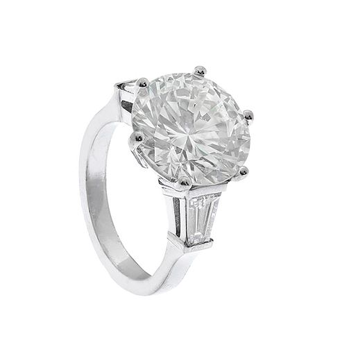 Solitaire ring in 18kt white gold with a diamond