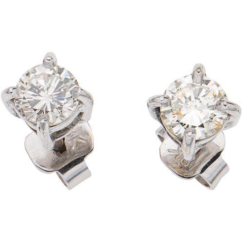 PAR DE BROQUELES CON DIAMANTES EN ORO BLANCO DE  10K con diamantes corte brillante ~0.78 ct Claridad: I2-I3 Color: K-L | PAIR OF STUD EARRINGS WITH DI