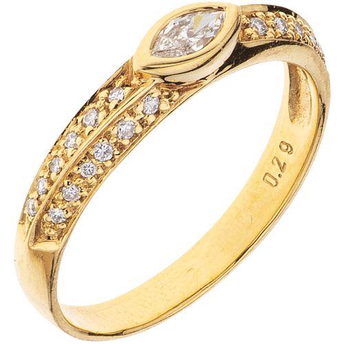 ANILLO CON DIAMANTES EN ORO AMARILLO DE 18K con diamantes corte marquise y brillante ~0.29 ct. Peso: 2.6 g. Talla: 7 ½ | RING WITH DIAMONDS IN 18K YEL