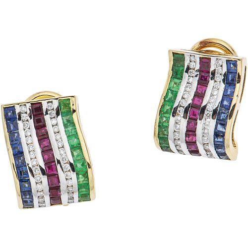 PAR DE ARETES CON ESMERALDAS, RUBÍES, ZAFIROS Y DIAMANTES EN ORO AMARILLO DE 14K con gemas corte cuadrado y diamantes corte brillante | PAIR OF EARRIN