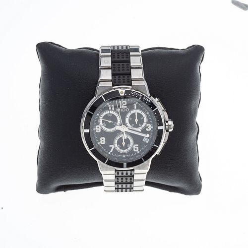 Reloj Mido. Movimiento de cuarzo. Caja circular en acero de 40 mm. Carátula color negro con índices de números arábigos.