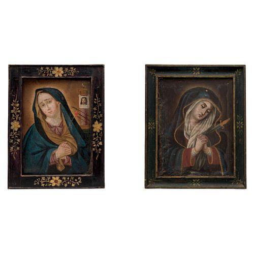 LOTE DE DOS VÍRGENES DOLOROSAS MÉXICO, SIGLO XIX Óleo sobre lámina/ tela 2 piezas Dim máx: 37 x 28.5 cm