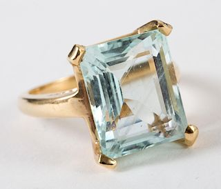 A Fabulous Aquamarine Ring in 14K Gold