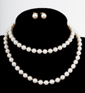 A Very Fine Cultured Pearl Necklace and Ear Studs