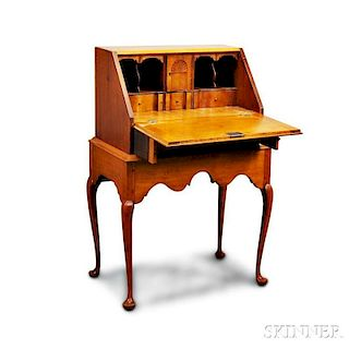Queen Anne-style Maple Desk on Stand