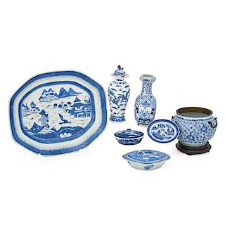 GROUP OF CHINESE BLUE AND WHITE PORCELAIN